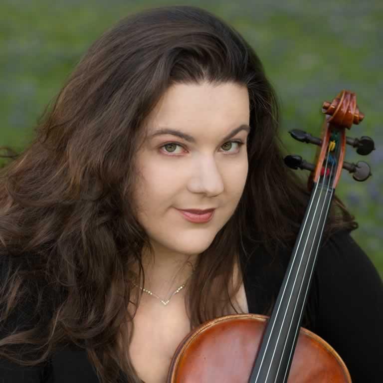 Karoline Leal